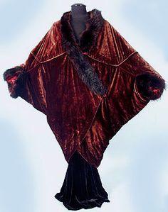 "Burgundy/plum silk velvet, mink trim, burgundy silk charmeuse lining, two fabric covered buttons. Label: Woven gold on black silk, ""Callot Soeurs PARIS"" Art Deco Fashion, Retro Fashion, Vintage Fashion, Historical Costume, Historical Clothing, Vintage Inspired Outfits, Vintage Outfits, 1920s Outfits, Opera Coat"