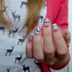 15 Adorable Christmas Nail Arts With Reindeer