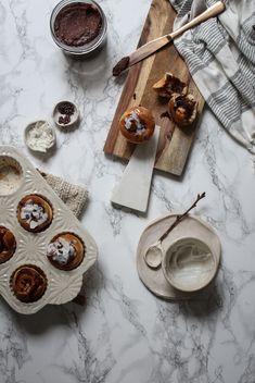 vegan coconut chocolate (bounty) spread filled coconut buns Chocolate Spread, Chocolate Muffins, Vegan Chocolate, Chocolate Recipes, Vegan Baking Recipes, Snack Recipes, Vegan Desserts, Coconut Buns, Coconut Milk