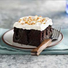 Betty-Crocker_Gluten-free-chocolate-caramel-cake-with-yoghurt-cream