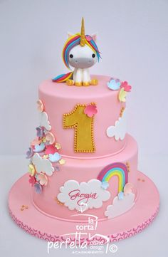 Cute first birthday cake with unicorn cake topper First Birthday Cakes, Birthday Cake Girls, Unicorn Birthday, Unicorn Party, Fondant Cakes, Cupcake Cakes, Winter Torte, Artist Cake, Little Pony Cake