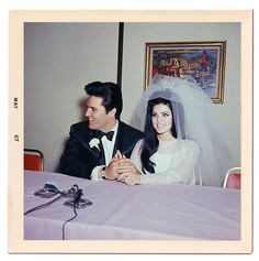 Elvis Presley at a press conference at the Aladdin hotel in Las Vegas, May I fear that the dress was awful but she carried it off so well I must add it here. The veil saved it. Elvis Presley, Priscilla Presley, Lisa Marie Presley, Wedding Photographie, El Rock And Roll, Before Wedding, Post Wedding, Wedding Stuff, Graceland