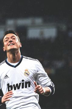 Mesut Ozil Soccer Post, Nike Soccer, Football Soccer, Solo Soccer, Soccer Cleats, Soccer Gifs, Soccer Quotes, Barcelona Soccer, Fc Barcelona