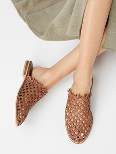 Slip-on leather flats featuring a beautiful woven design with a natural look. Artisan crafted from fine leathers and premium materials. Free People Collection shoes are coveted for their signature vintage aesthetic. Look Fashion, Fashion Shoes, Fashion Women, Minimalist Shoes, Minimalist Style, Minimalist Fashion, All About Shoes, Buy Shoes, Women's Shoes