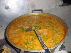 Canjiquinha Mineira. Uma delícia de dar água na boca. Anote a receita: Brazillian Food, Soup Recipes, Curry, Food And Drink, Low Carb, Gluten Free, Cooking, Ethnic Recipes, Bacon
