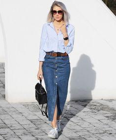 As Saias Jeans estão de volta, mas não no modelo que usávamos quando adolescentes, agora a Saia voltou mais evasê e com botões bem aparentes para dar um toque moderno a peça!Esse modelo de saia não aparece só no jeans, outros tecidos também são boas opções para modernizar o look e os botões ajudam a …