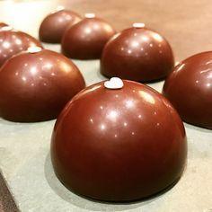 Dômes chocolat caramel beurre salé, biscuit aux amandes... ultra-gourmand !