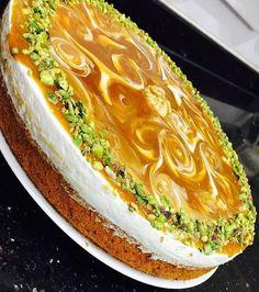 Daha önce böyle muhteşem görünümlü kremalı ve karamel soslu kek yaptınızmı? Bencede bu tarif kaçmaz mutlaka bu harika keki deneyin