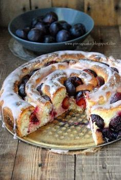 Cheese and Plums Yeast Spiral Cake Polish Desserts, Cookie Desserts, Cookie Recipes, Dessert Recipes, Food Cakes, Cupcake Cakes, My Favorite Food, Favorite Recipes, Delicious Desserts