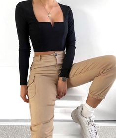 Big trend for the summer 2019 – – Fotos – – Mode – outfits Vintage Outfits, Retro Outfits, Girly Outfits, Cute Casual Outfits, Winter Outfits, Summer Outfits, Black Top Outfits, Simple Outfits, Cropped Top Outfits