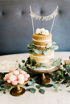 """Gorgeous cake for baby shower // """"Happy Pushing"""""""
