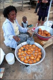Woman frying brofot in Ghana Ghanaian Food, Nigerian Food, Republic Of Ghana, West African Food, Mouth Watering Food, Thinking Day, Soul Food, Street Food, Food Porn