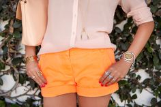loves this peach, bright orange and gold accented look!  I also love the red nails that go with it:)