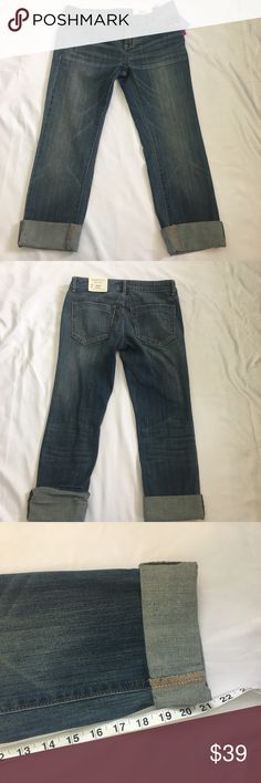 New Vera Wang Jeans Size 2 Simply Vera Wang blue rolled jean capri. Mid rise.  New with tags Size 2 Petite  Please see pictures for all measurements 55% cotton/23% rayon/21% polyester/1% spandex Vera Wang Jeans Ankle & Cropped
