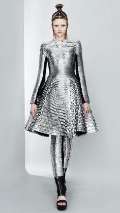 Gareth Pugh: Extraordinary Fashion Designer   SmilePanic