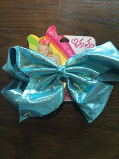 My new bow is in stores now in Claire's ❤