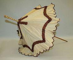 Parasol americano de 1870 feito de seda e madeira.