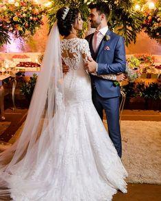 Casamento Camila & Philipi 13/01/2018 - Há vestidos que se fundem com a noiva, como este sensacional vestido de corte sereia que acentua a…