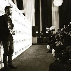 Post by Justin Timberlake - Thank you to EVERYONE that voted for Favorite Song and Favorite Male Artist. I'm truly honored to have fans that have grown up with me and fans that m Gosta - 481834 Comentários - 4590 Instagram And Snapchat, Instagram Posts, Justin Timberlake, Growing Up, Photo Wall, Hollywood, Songs, Concert, Celebrities