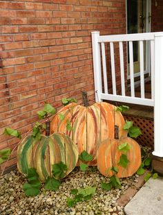 we love fall..... pallet pumpkins!