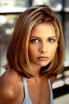 Sarah Michelle Gellar is Buffy Summers (Buffy The Vampire Slayer) 1990 Hairstyles, Summer Hairstyles, Straight Hairstyles, Short Straight Hair, Short Hair Cuts, Short Hair Styles, Pixie Cuts, Hair Cuts Girls, Summer Short Hair