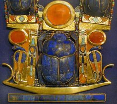 Jewel of the tomb of Tutankhamun (Cairo Museum / Egypt) Ancient Egyptian Artifacts, Ancient Egyptian Jewelry, Ancient Symbols, Lapis Lazuli, Cairo Museum, Egypt Jewelry, Beetle Insect, Empire Romain, Ancient Egypt