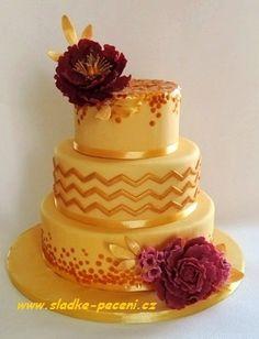 Golden sequin cake with peonies