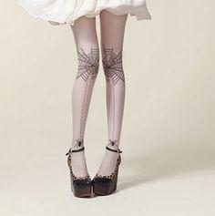Medias blancas transparectes/ nude pálido. Diseño tatuaje. Telarañas en las rodillas con arañas colgando.  Un look diferente. Consíguelas aquí por sólo 9,95€. Este diseño y muchos más en nuestra web www.pinmaronline.com