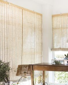 Estores de yute natural | Deco & Living Sisal, Natural Interior, Curtains With Blinds, Window Treatments, Office Decor, Sweet Home, Curtain Ideas, Windows, Living Room