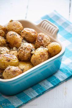 Mi toque en la cocina: Papas asadas al estilo de Jamie Oliver - Slow Food, Jamie Oliver, Pretzel Bites, Crockpot, Side Dishes, Bread, Snacks, Recipes, Butter