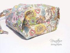 巾着袋の作り方 裏地付き・折りマチ(隠しマチ) | NUNOTOIRO Modern Backpack, Handmade Fabric Bags, Japanese Fabric, My Bags, Leather Wallet, Sewing Crafts, Purses, Handicraft, Quilts