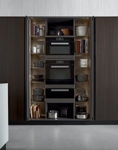 Poliform contemporary furniture: the Italian brand of fine and designer furniture with high quality finishings. Kitchen Dinning, Kitchen Decor, Dining, Black Kitchens, Home Kitchens, Kitchen Furniture, Kitchen Interior, Kitchen Modular, Hidden Kitchen