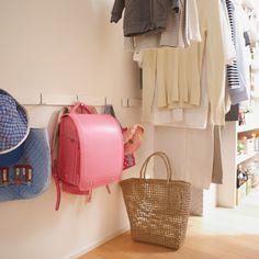 リビング近くに収納スペースを確保して、子どもを片づけ上手に Fashion Backpack, Diy And Crafts, Backpacks, Kids, Young Children, Boys, Backpack, Children, Boy Babies