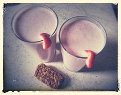 Breakfast: strawberry smoothie with homemade musli bar