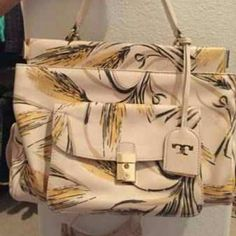 ‼️Tory Burch Satchel‼️ Pretty tory burch satchel cream with soft yellow, nice wheat print Mint condition. Tory Burch Bags Satchels