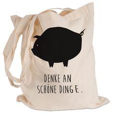 Tragetasche Schwein Classic aus Kunstfaser  Natur - Das Original von Mr. & Mrs. Panda.  Diese wunderschöne Tragetasche von Mr. & Mrs. Panda im  Jutebeutel Style ist wirklich etwas ganz Besonderes. Mit unseren Motiven und Sprüchen kannst du auf eine ganz besondere Art und Weise dein Lebensgefühl ausdrücken.    Über unser Motiv Schwein Classic  Schweine sind als glückliche Tiere und haben ihren Lebensraum überall auf der Welt. Als Symbol steht das Schwein für Glück.    Verwendete Materialien…