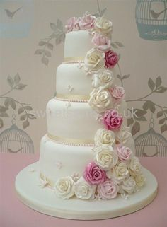 cascade of roses extra tall vintage wedding cake (5) (copy).jpg (470×640)