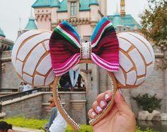 Pan Dulce Concha Minnie Ears Haha I love it😍 Disney Diy, Diy Disney Ears, Disney Mickey Ears, Disney Crafts, Cute Disney, Disney Land, Walt Disney, Disney Ears Headband, Disney Headbands