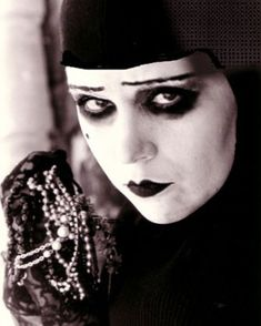 """Musidora as Irma Vep in """"Les Vampires"""" (1915/1916), a French silent film serial."""