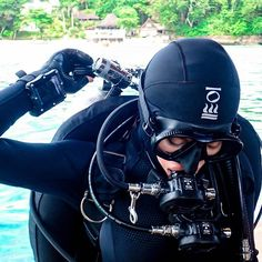 Buddy check, head-to-toe, surface check, it goes by many names, but it really only matters that you do it. As an instructor or… Women's Diving, Diving Suit, Scuba Diving Gear, Cave Diving, Scuba Diving Certification, Diving Lessons, Scuba Wetsuit, Technical Diving, Scuba Diving Equipment