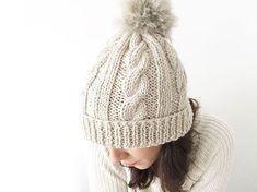 Gorro de lana de ochos con pompón - Creativa Atelier Knitting Needles a0791f36a72