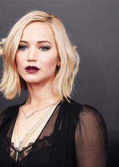 Jennifer Lawrence at the premiere of 'The Hunger Games : Mockingjay part.2' in New York, 2015