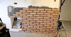 Cz.1-Ściana z surowej cegły ,imitacja ściany z cegły bez tynku w bloku z...