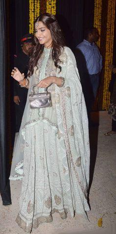 bollywood style icon Sonam Kapoor at Amitabh Bachchan's Diwali bash. Indian Bridal Wear, Indian Wedding Outfits, Indian Wear, Indian Outfits, Indian Clothes, Indian Weddings, Wedding Dress, India Fashion, Asian Fashion