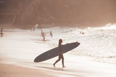 For the first time, women will take part in Mavericks surfing competition Summer Breeze, Summer Vibes, Paddle Board Surfing, Yacht Builders, Boat Insurance, Surfing Quotes, Roxy Surf, Surf Trip, Fitness Brand