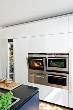 Modern kitchen  | More photos http://petitlien.fr/islandkitchen