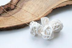 White Tangled Nest Quartet Necklace von marianandhazel auf Etsy