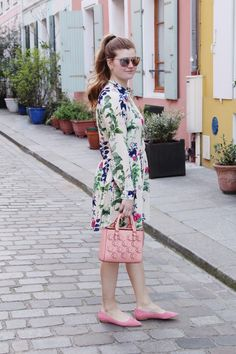 Lifestyle blogger Mollie Sheperdson shares a spring look in Paris. NYC fashion, outfit inspiration, summer fashion, style bloggers & street style, fashion ideas, street style summer, street style 2017, fashion blog, style blogger, style blogger summer.
