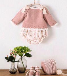 Cositas de bebé Cositas de bebe Baby Clothes Patterns, Baby Knitting Patterns, Dress Patterns, Baby Patterns, Knitted Baby Clothes, Cute Baby Clothes, Baby Girl Fashion, Kids Fashion, Baby Boy Outfits