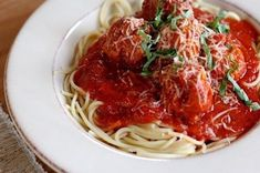 Spaghetti and meatballs-from Annie's Eats. This is my new favorite spaghetti sauce! I made a triple batch and froze it. We ate some from the freezer, and it's just as delicious as it was fresh! Best Spaghetti Sauce, Homemade Spaghetti Sauce, Spaghetti And Meatballs, Meatball Recipes, Beef Recipes, Yummy Recipes, Make Ahead Meals, Freezer Meals, Tomatoes